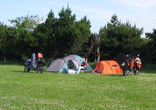 Campingplatz auf R�mit dem Motorrad zum Endurowandern
