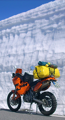 Svenja Svenduras KTM im Schnee in Norwegen