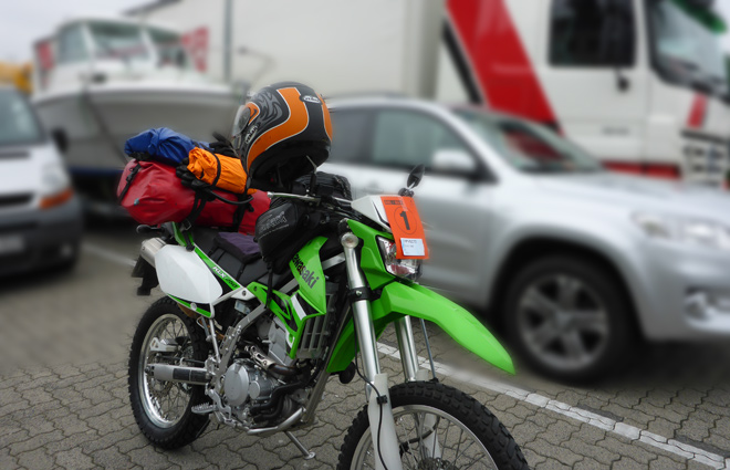 Motorrad am Fährschalter