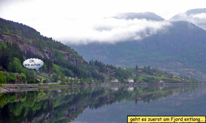Straße am Fjord Norwegen