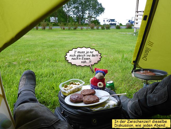 Frikadellen Pieps und Svenja im Zelt