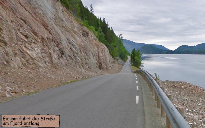 Norwegen Straße am Fjord