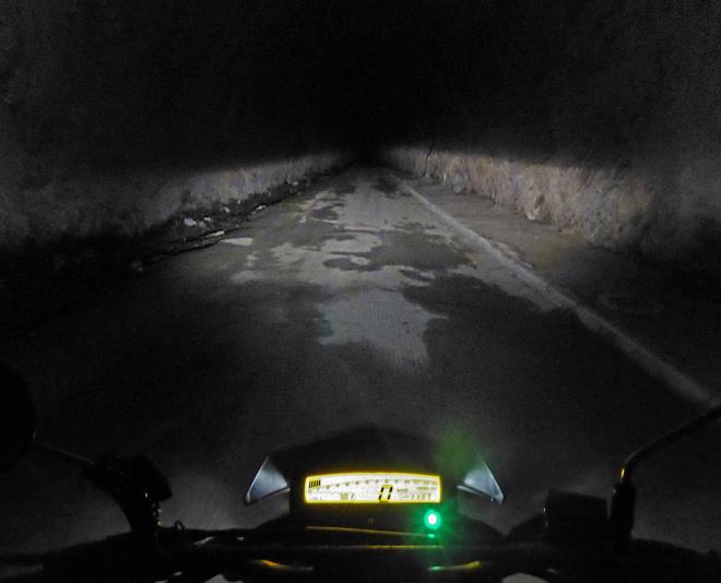 Motorrad im Tunnel