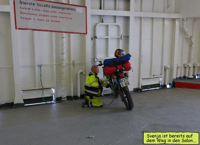 Motorrad an Bord Fähre festmachen