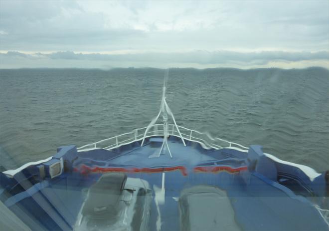 Schiff Fähre bei Regen
