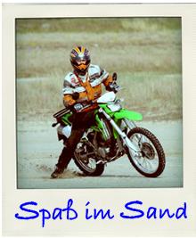 Motorradfahren am Strand