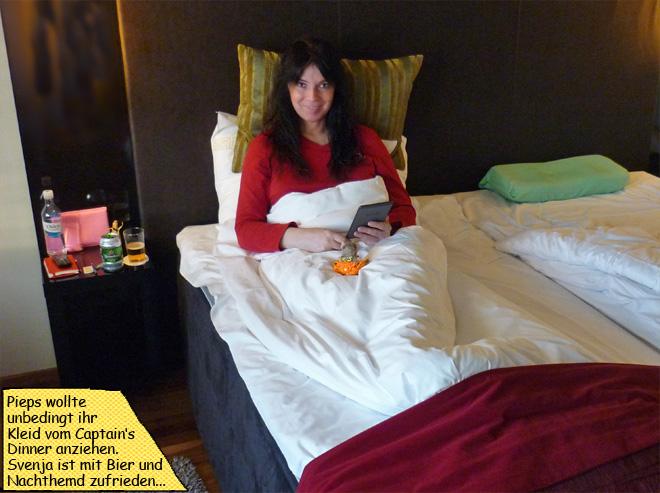 Svenja und Pieps im Bett