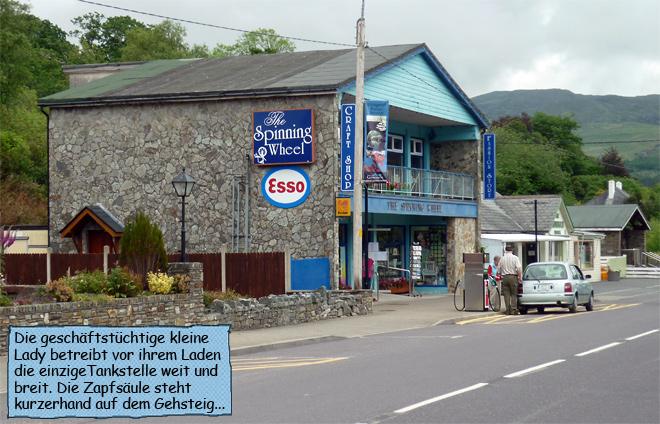 Kleine ESSO Tankstelle in Irland