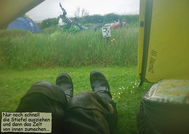 Bei Regen im Zelt