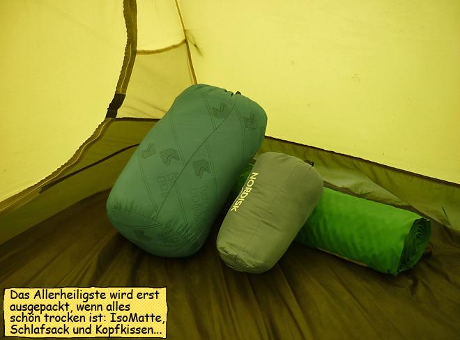 im Zelt bei Regen