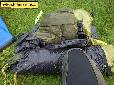 Zelt zusammenrollen