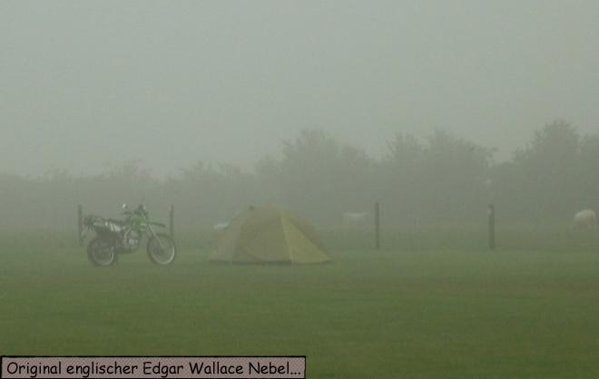 Zelt im Nebel
