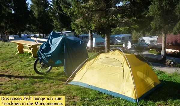 Das Zelt trocknet in der Morgensonne